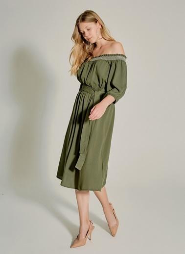 NGSTYLE Gipe Detaylı Carmen Yaka Elbise Haki